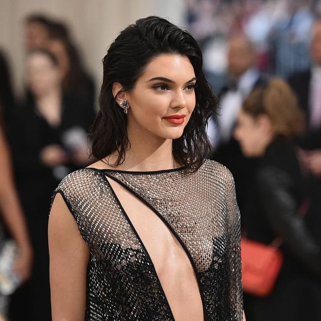 Kendall Jenner diện bikini sexy sau khi công khai bạn trai mới - Ảnh 8.