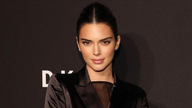 Kendall Jenner diện bikini sexy sau khi công khai bạn trai mới - Ảnh 5.