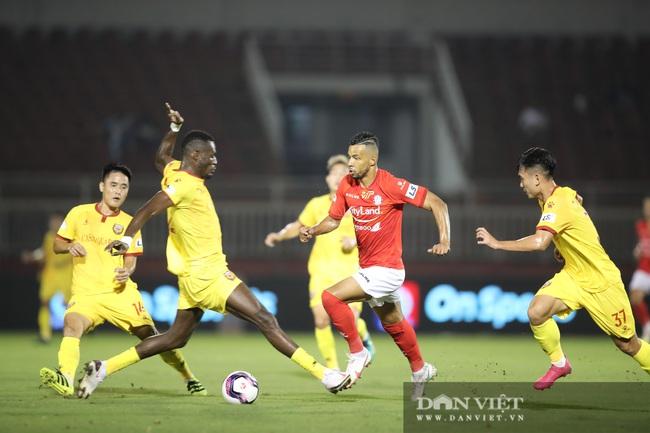 Lee Nguyễn có màn ra mắt ấn tượng, CLB TP.HCM thắng trận - Ảnh 3.