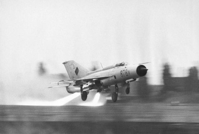 MiG-21 của Việt Nam từng có khả năng cất cánh bằng tên lửa trợ lực - Ảnh 7.