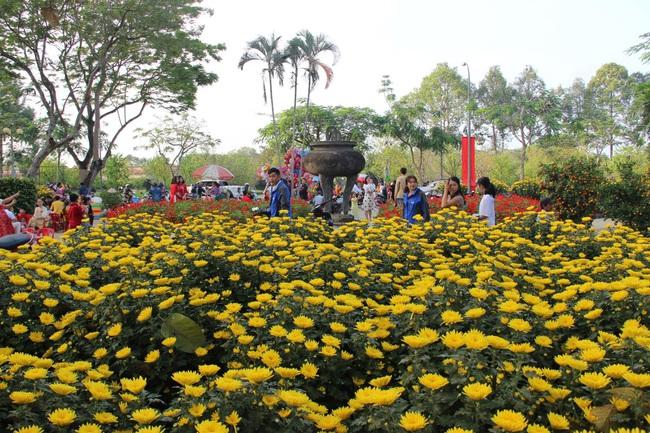 Huế: Cấm bán hoa Tết trên vỉa hè nhiều tuyến đường trung tâm thành phố  - Ảnh 1.