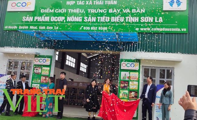 Khai trương điểm giới thiệu và bán sản phẩm OCOP tại huyện Quỳnh Nhai - Ảnh 1.