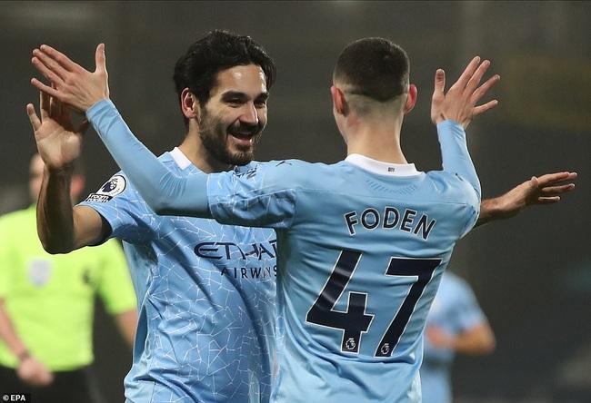 Man City lên đỉnh Premier League, HLV Guardiola khen ngợi 1 người - Ảnh 1.