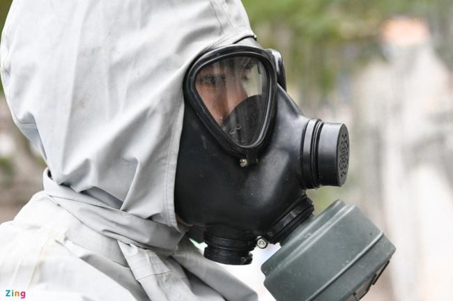 Quân đội khử khuẩn toàn bộ khu cách ly ở Chí Linh  - Ảnh 4.