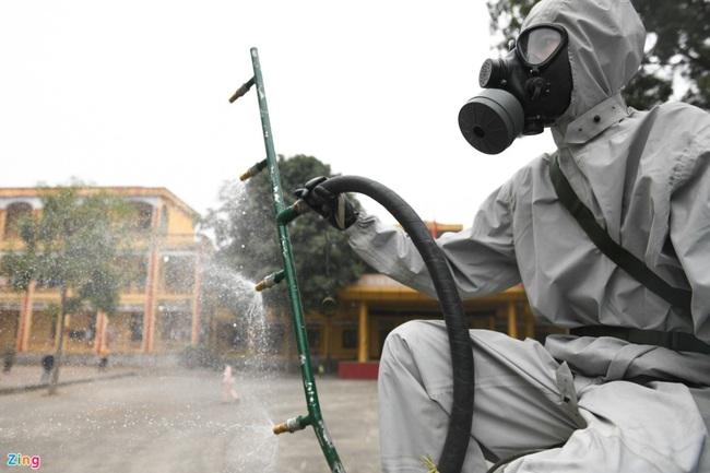 Quân đội khử khuẩn toàn bộ khu cách ly ở Chí Linh  - Ảnh 5.