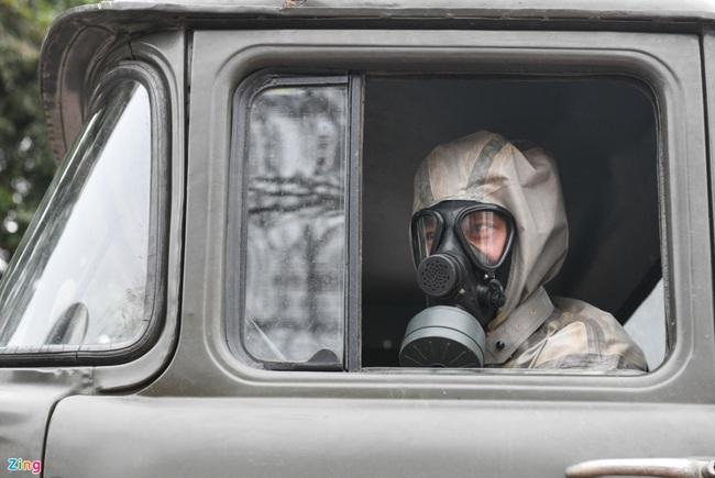 Quân đội khử khuẩn toàn bộ khu cách ly ở Chí Linh  - Ảnh 10.