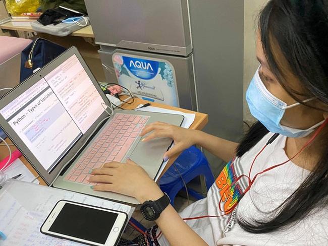 Bộ GDĐT: Chủ động triển khai học trực tuyến mùa dịch Covid-19 - Ảnh 1.