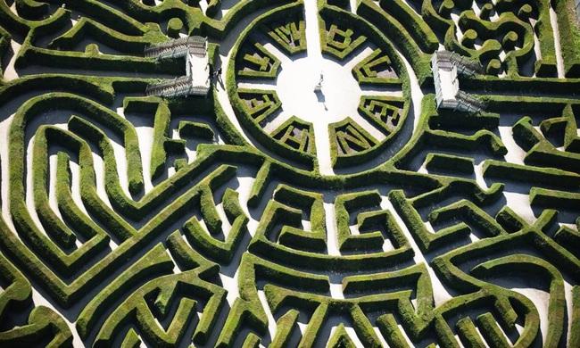 Phá giải những bí ẩn của người đàn ông tạo ra hàng trăm mê cung trên toàn thế giới - Ảnh 3.