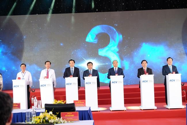 """Toàn bộ hình ảnh Thủ tướng Nguyễn Xuân Phúc """"bấm nút"""" khởi công xây dựng sân bay Long Thành - Ảnh 5."""