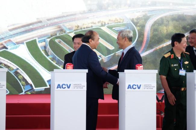 """Toàn bộ hình ảnh Thủ tướng Nguyễn Xuân Phúc """"bấm nút"""" khởi công xây dựng sân bay Long Thành - Ảnh 4."""
