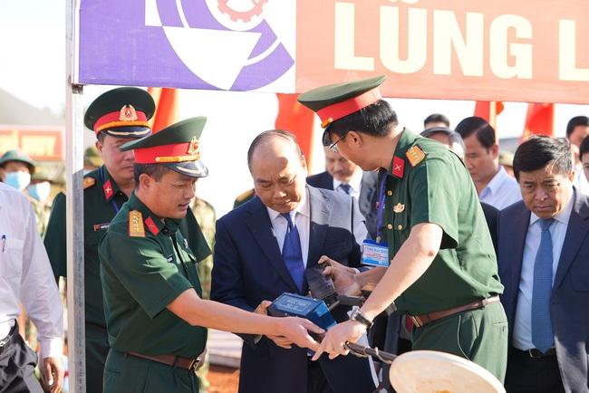 """Toàn bộ hình ảnh Thủ tướng Nguyễn Xuân Phúc """"bấm nút"""" khởi công xây dựng sân bay Long Thành - Ảnh 2."""