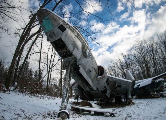 Tận mục nghĩa địa máy bay chiến đấu thời Thế chiến II - Ảnh 1.