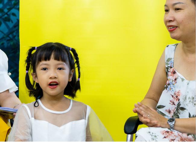 Quỹ tài trợ can thiệp cấy điện cực ốc tai giúp thay đổi số phận người điếc nặng sâu - Ảnh 3.