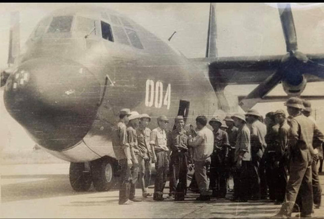 """Ảnh hiếm dàn """"ngựa thồ"""" C-130 chiến lợi của Việt Nam sau đánh Mỹ - Ảnh 4."""