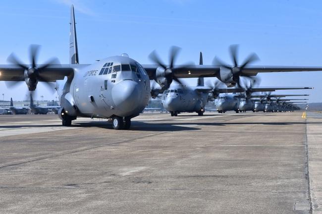 """Ảnh hiếm dàn """"ngựa thồ"""" C-130 chiến lợi của Việt Nam sau đánh Mỹ - Ảnh 8."""