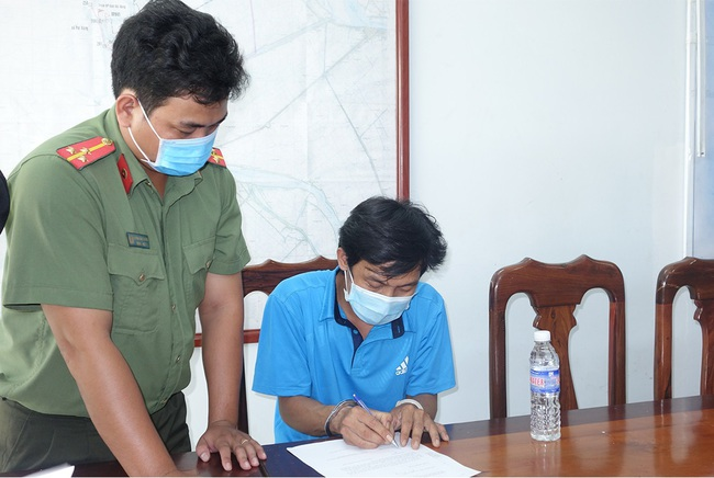 Bắt tạm giam 3 đối tượng tổ chức cho bệnh nhân 1440 nhập cảnh trái phép - Ảnh 2.