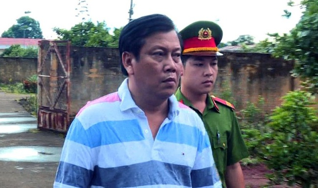 Chuẩn bị xét xử đại gia Trịnh Sướng làm xăng giả, hồ sơ phải dùng xe tải chở sang tòa - Ảnh 2.