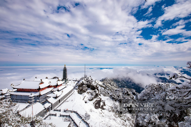 Du khách đổ xô lên Fansipan ngắm tuyết ngày 29 Tết Tân Sửu 2021 - Ảnh 1.