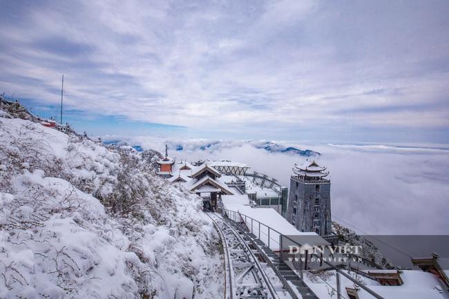 Du khách đổ xô lên Fansipan ngắm tuyết ngày 29 Tết Tân Sửu 2021 - Ảnh 10.