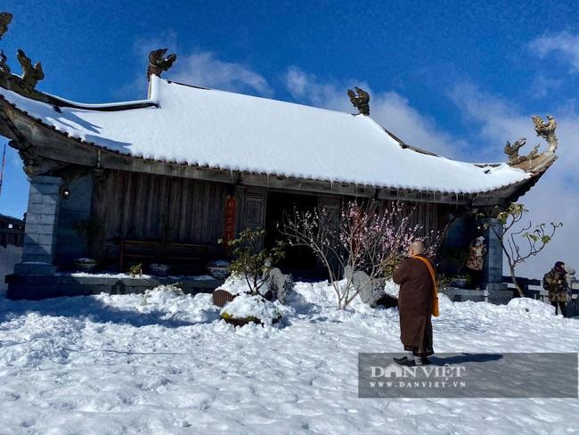 Du khách đổ xô lên Fansipan ngắm tuyết ngày 29 Tết Tân Sửu 2021 - Ảnh 3.