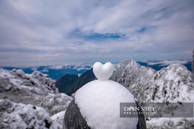 Du khách đổ xô lên Fansipan ngắm tuyết ngày 29 Tết Tân Sửu 2021 - Ảnh 9.