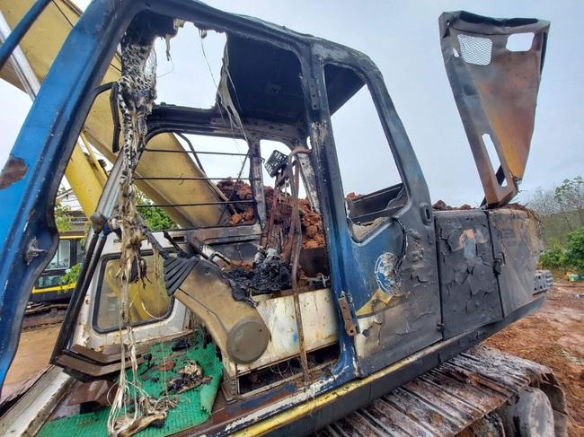 Kon Tum: Chiếc máy múc trị giá gần 1 tỷ đồng bị đốt cháy sáng 29 tết - Ảnh 2.