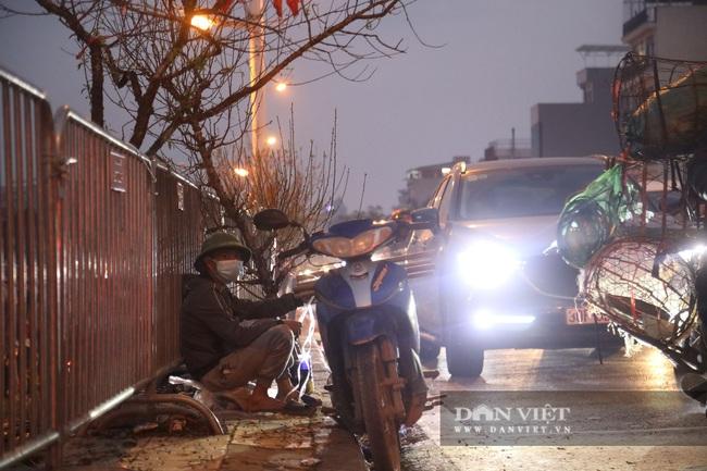 CẬP NHẬT: An ninh thắt chặt tại trận địa pháo hoa duy nhất ở Hà Nội - Ảnh 1.