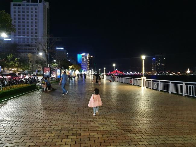 CẬP NHẬT: Đường phố Đà Nẵng vắng vẻ trước thềm giao thừa - Ảnh 1.