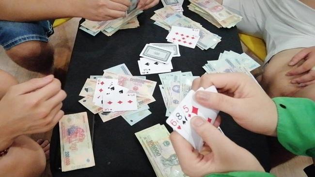 Giáp Tết, Chủ tịch TT-Huế yêu cầu ngăn chặn tình trạng cán bộ, công chức đánh bạc  - Ảnh 1.