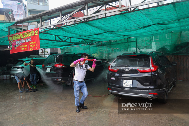 30 Tết tranh thủ ở Hà Nội rửa xe kiếm 30 triệu đồng - Ảnh 1.