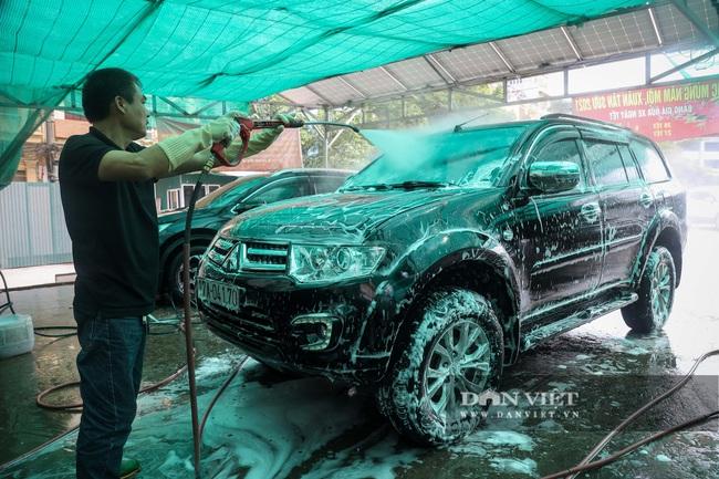 30 Tết tranh thủ ở Hà Nội rửa xe kiếm 30 triệu đồng - Ảnh 2.