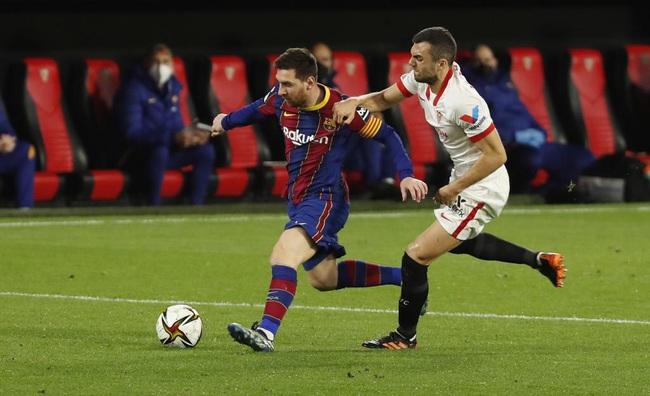 """Barca """"lấm lưng, trắng bụng"""" trước Sevilla, HLV Koeman bào chữa thế nào? - Ảnh 1."""