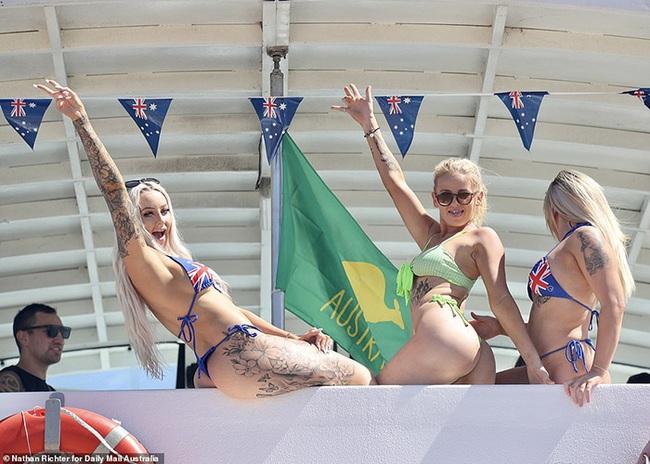 Các bãi biển nổi tiếng Australia dập dìu sắc màu bikini dịp Quốc khánh - Ảnh 7.