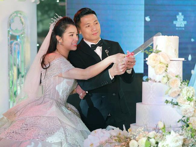 """5 đám cưới """"khủng"""" của cầu thủ Việt năm 2020: Toàn lấy tiểu thư """"cành vàng lá ngọc"""" - Ảnh 3."""