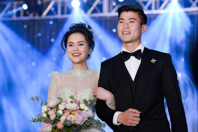 """5 đám cưới """"khủng"""" của cầu thủ Việt năm 2020: Toàn lấy tiểu thư """"cành vàng lá ngọc"""" - Ảnh 1."""