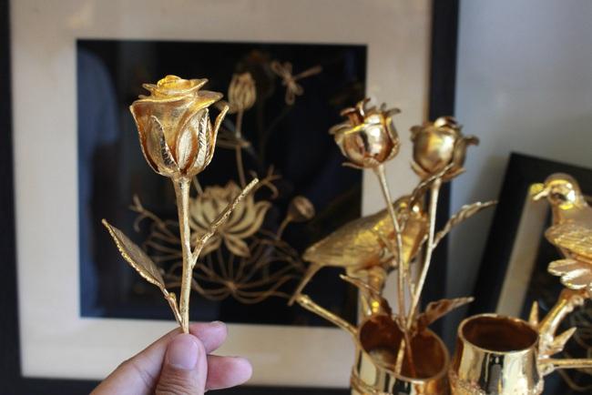 Lễ tình nhân: Hoa tươi, quà tiền triệu bán trên mạng vì Covid-19 - Ảnh 3.