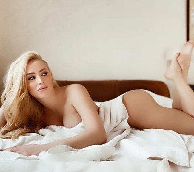 Laura Gadea: Nữ MC thể thao Tây Ban Nha khoe ngực nóng bỏng - Ảnh 3.