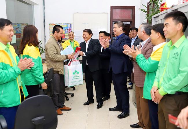 """Mùng 4 Tết, """"ông lớn"""" Supe Lâm Thao mở hàng xuất bán lô phân bón 1.500 tấn - Ảnh 1."""