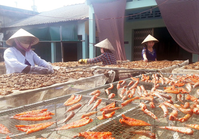 Bạc Liêu: Một cơ sở phải sản xuất từ 50-70/kg khô trâu/ngày để kịp giao hàng dịp Tết - Ảnh 2.