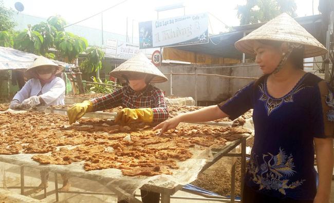 Bạc Liêu: Một cơ sở phải sản xuất từ 50-70/kg khô trâu/ngày để kịp giao hàng dịp Tết - Ảnh 3.