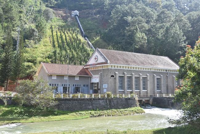 tannien/Nhà máy thủy điện cổ dưới tán thông xanh - Ảnh 2.