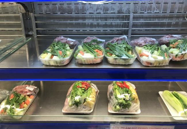 TP.HCM: Chợ, siêu thị bán lại cả ngày sau Tết, rau củ quả ê hề cho người ngán bánh tét, thịt kho trứng - Ảnh 4.