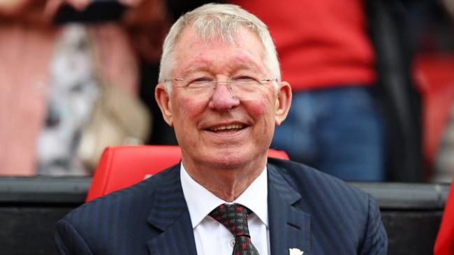 Dù đã tuổi cao sức yếu nhưng Sir Alex Ferguson vẫn rất chăm chỉ theo dõi M.U.