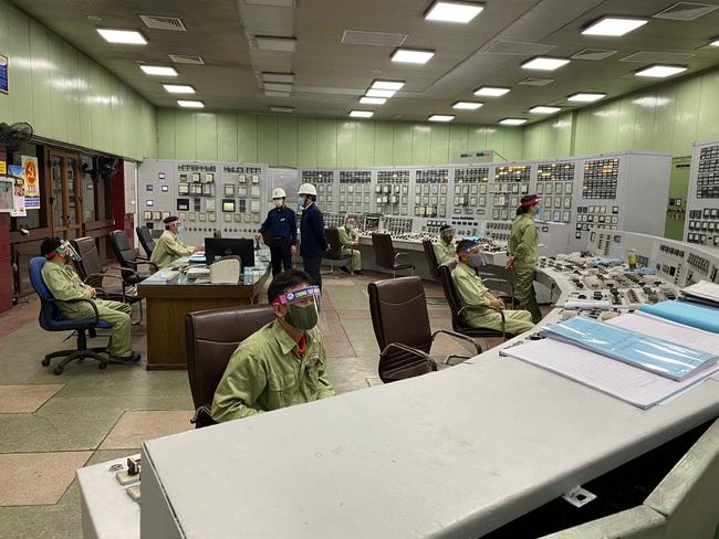 EVN đảm bảo cung cấp điện ổn đinh, an toàn dịp Tết Nguyên Đán Tân Sửu - Ảnh 2.