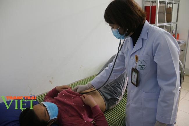 Bệnh viện Đa khoa tỉnh Sơn La: Vừa bảo đảm chất lượng khám chữa bệnh, vừa chủ động phòng chống dịch  - Ảnh 5.