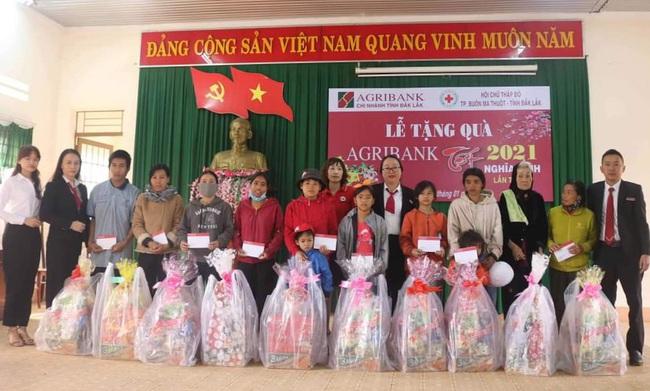 Agribank tỉnh Đắk Lắk: Gần 800 triệu đồng tham gia các hoạt động an sinh xã hội nhân dịp Tết cổ truyền Tân Sửu 2021 - Ảnh 1.