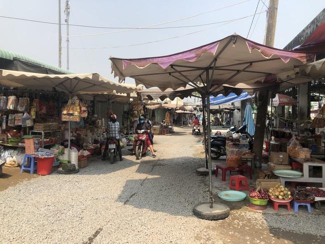 Nỗi niềm khi Thủ Đức lên thành phố: (bài 2): Tiểu thương chợ vùng ven lo giữ nghề - Ảnh 1.