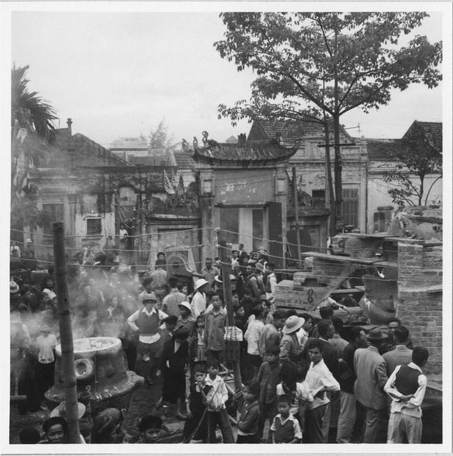 Cảnh đúc tượng Phật khổng lồ ở Hà Nội 70 năm trước - Ảnh 1.