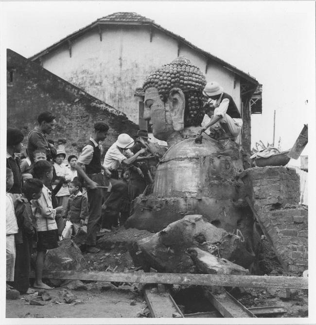 Cảnh đúc tượng Phật khổng lồ ở Hà Nội 70 năm trước - Ảnh 11.