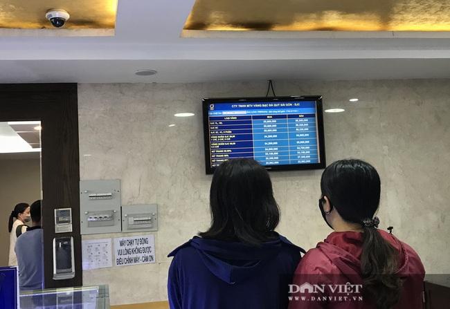 """TP.HCM: Chưa hết ngày vía Thần Tài, vàng miếng SJC 1-5 chỉ đã """"cháy hàng"""" - Ảnh 3."""